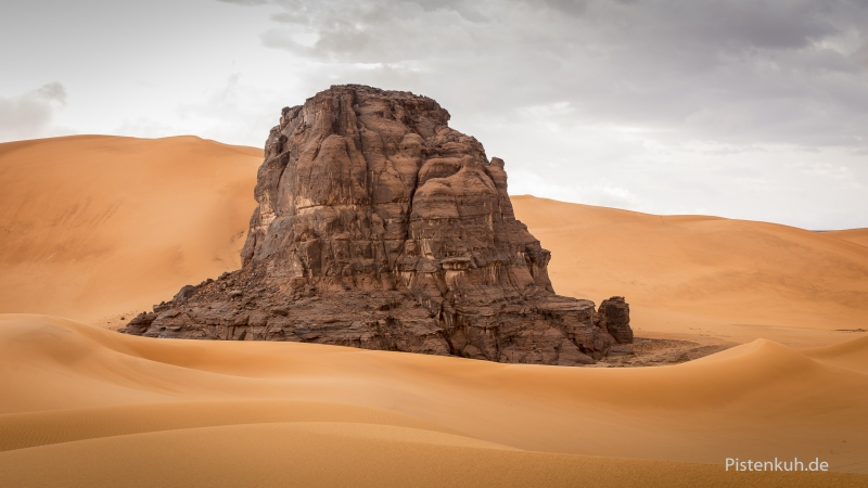 fels-im-sand