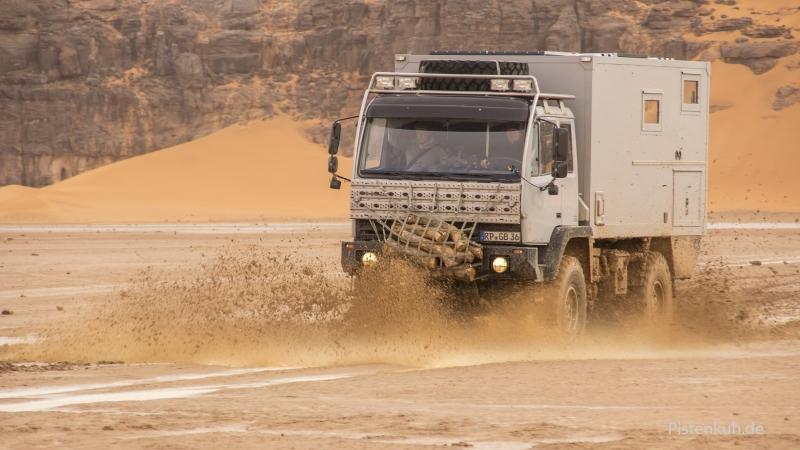 steyr-im-schlamm-offroad-algerien