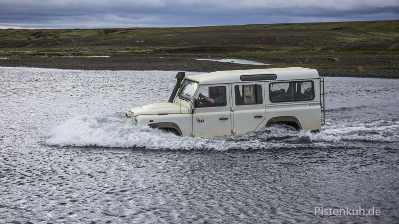 Defender-Wasserdurchfahrt