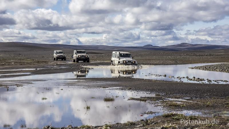Land-Rover-TD4-Island-Hochland-Furt