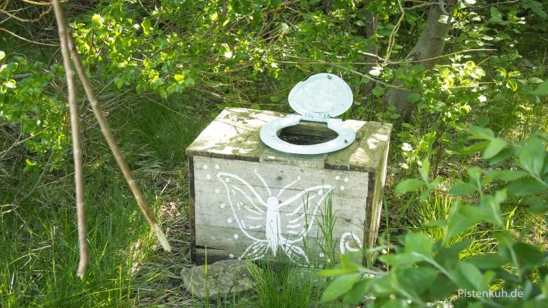 toiletten-lettland-wald