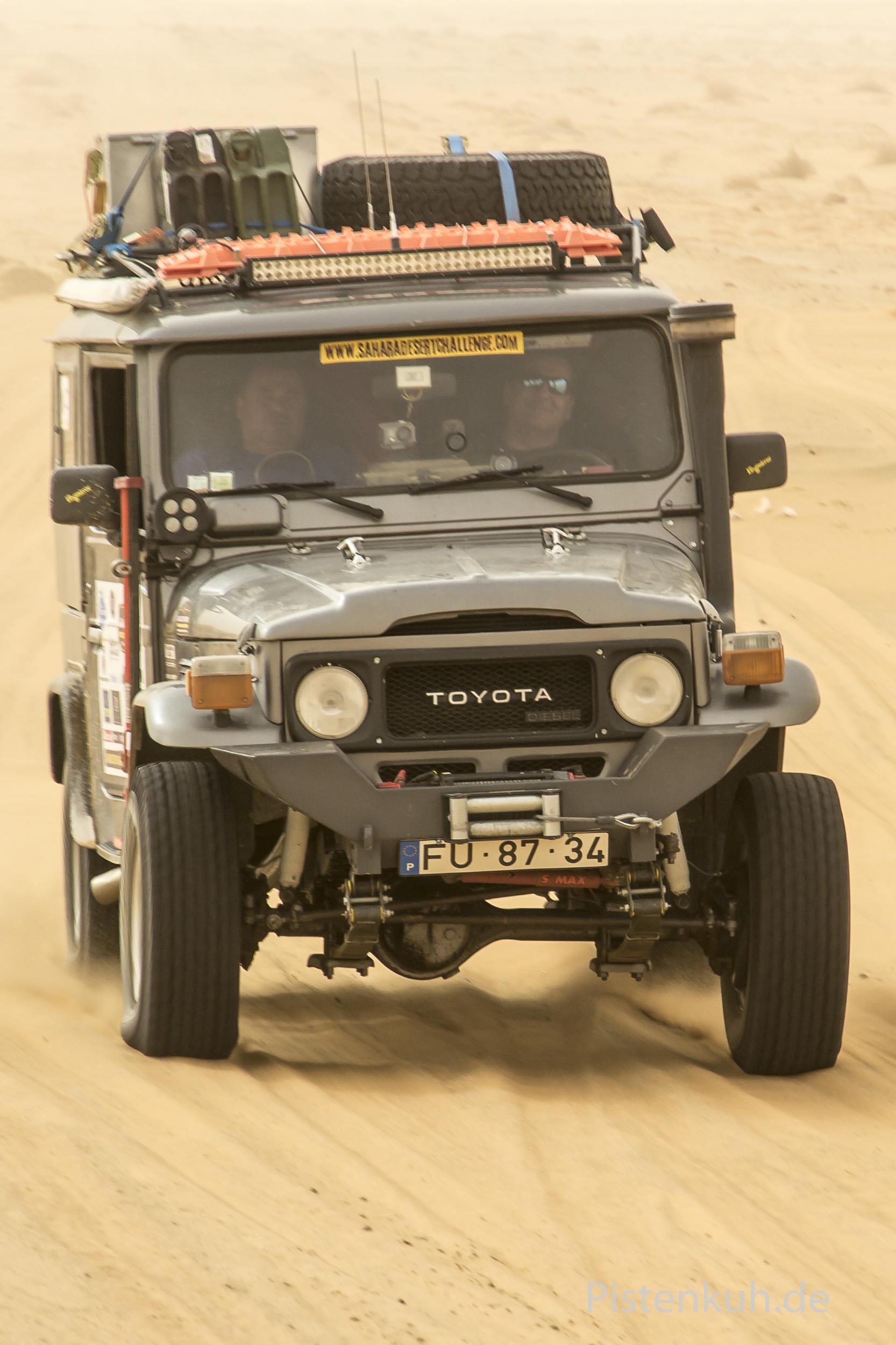 Toyota-Land-Cruiser-Offroad-2