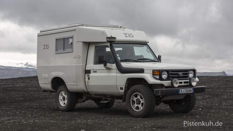 Land-Cruiser-HZJ79-Expedition
