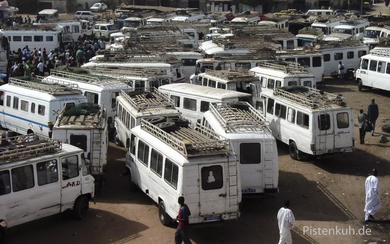 Busbahnhof-Dakar