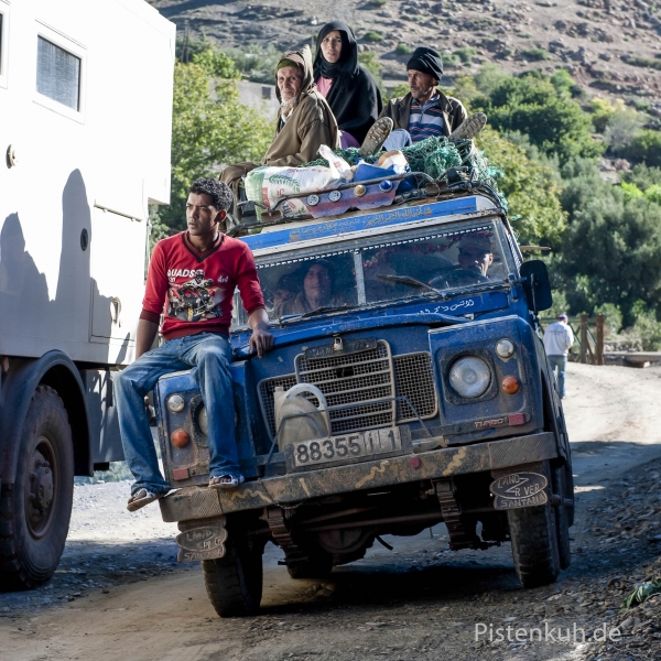 Verkehr-Land-Rover-Marokko-Leute