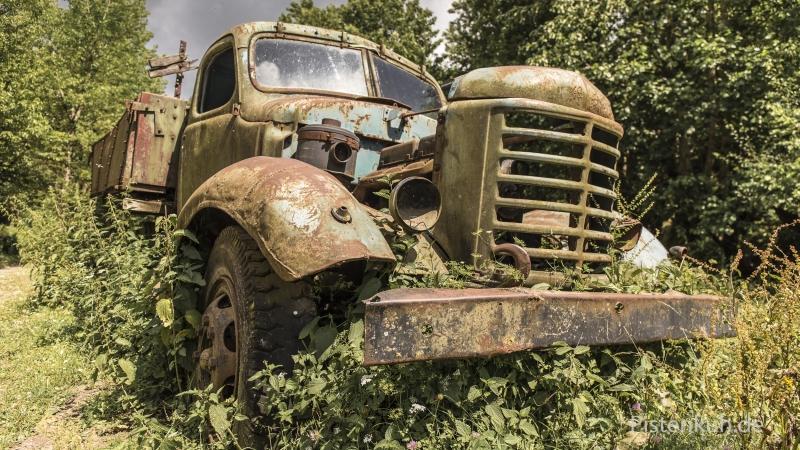 Schrottauto-Lastwagen-Verrostet