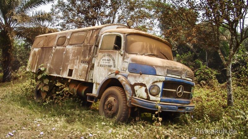 Schrottauto-Mercedes-710-Verrostet