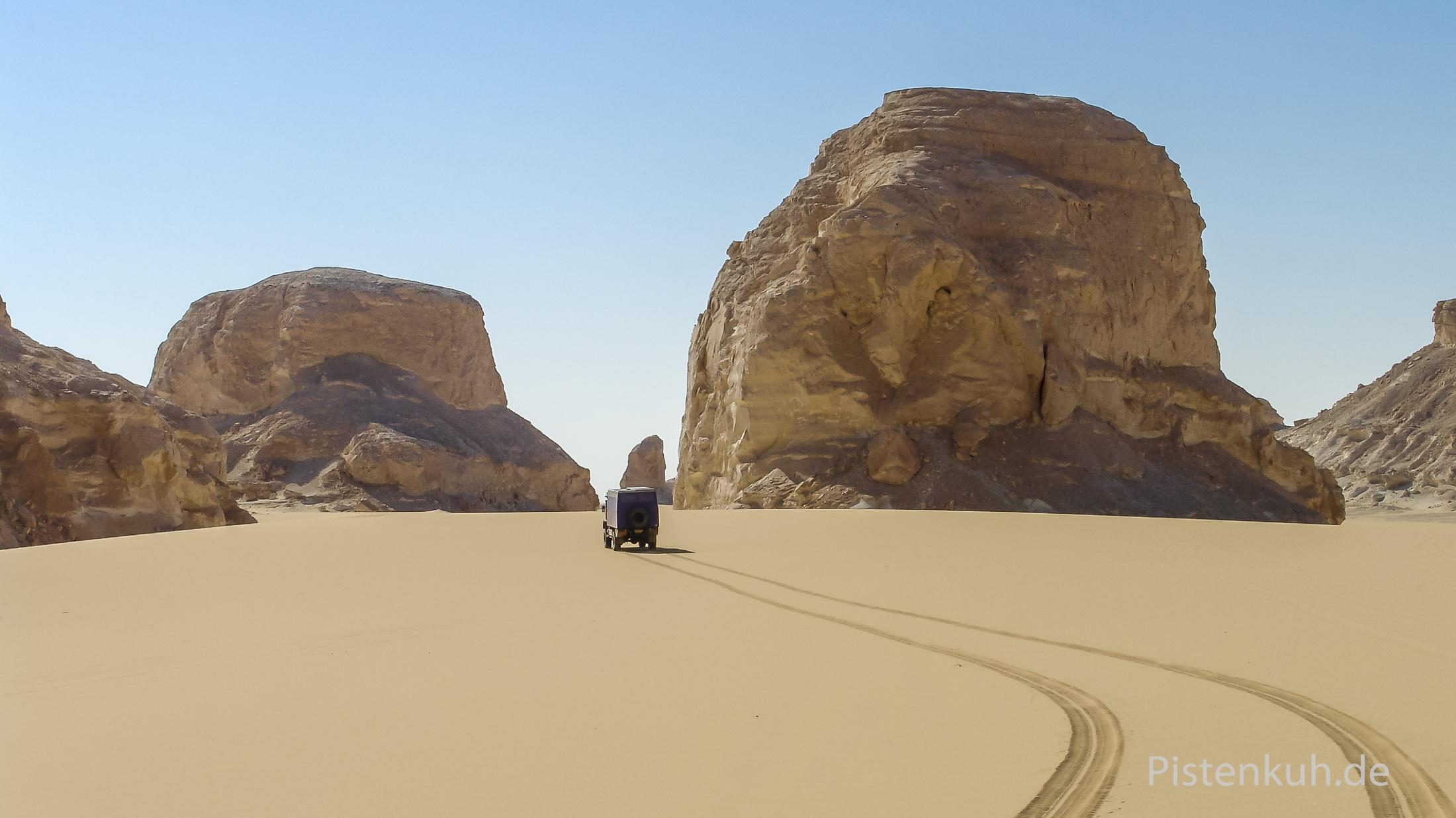 Unverspurter Sand im Gebiet der weißen Wüste