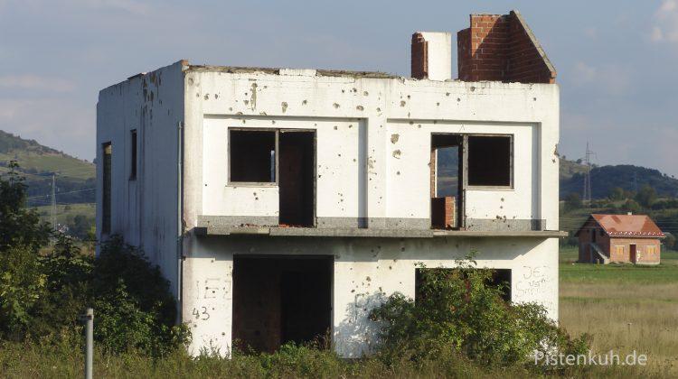 Im ehemaligen Kriegsgebiet ist der Wiederaufbau noch nicht abgeschlossen.