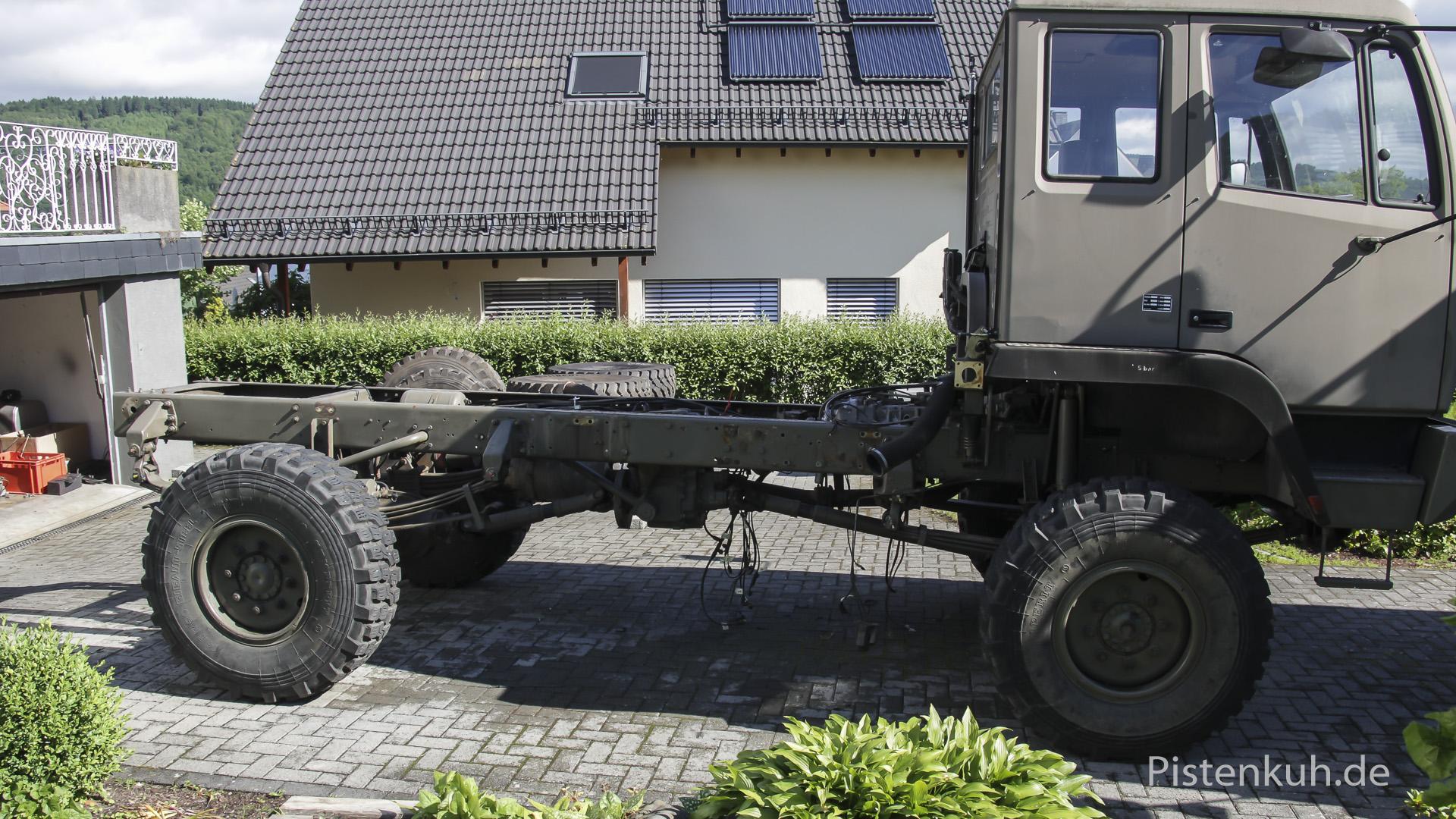 Steyr ohne Pritsche, Tanks, Luftkessel etc.
