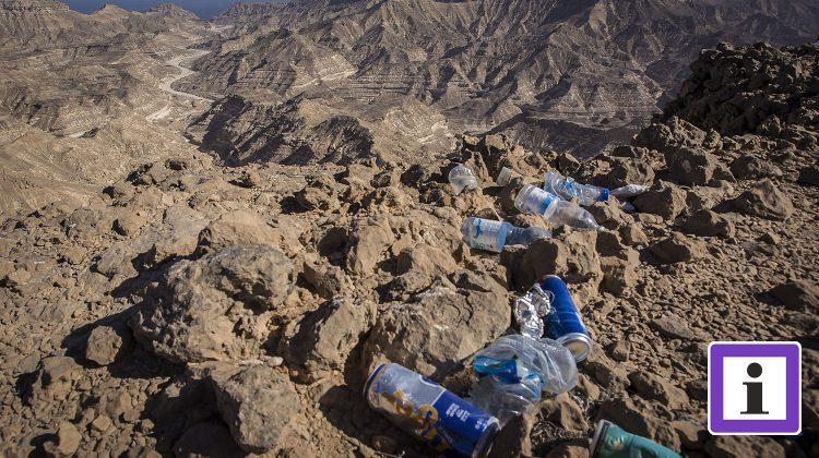 Abfall in der Wüste
