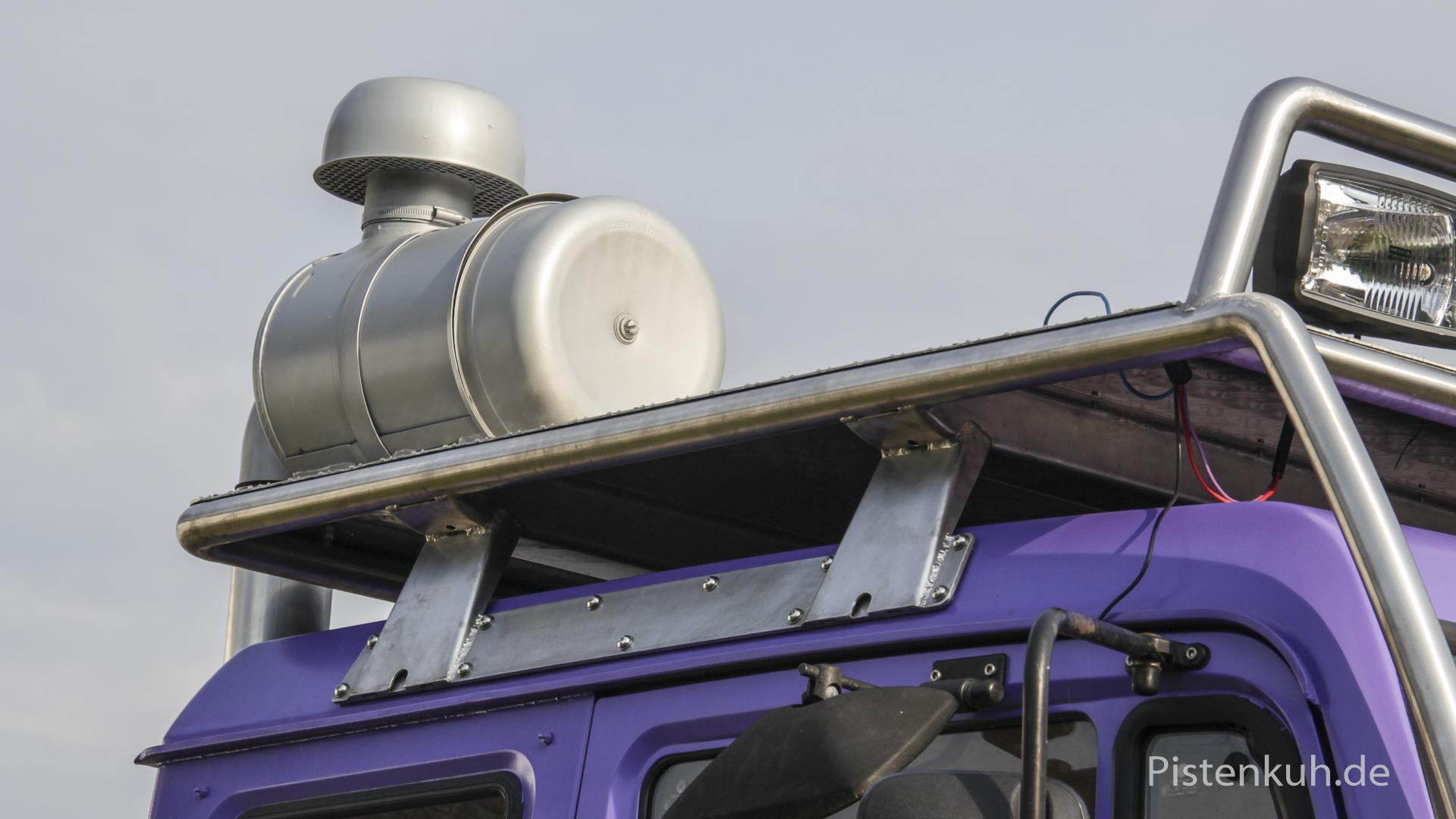 Luftfiltergehäuse auf dem Dachgepäckträger