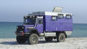 geöffnete Dachklappe am Expeditionsmobil