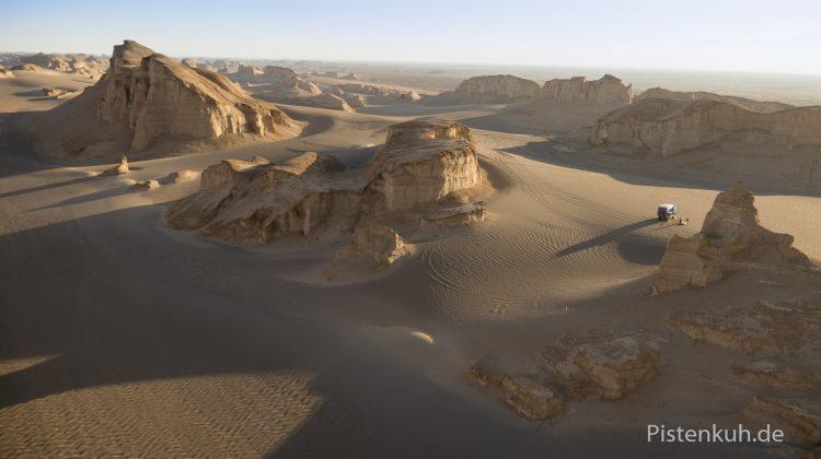 Im Flug über die Wüste Lut