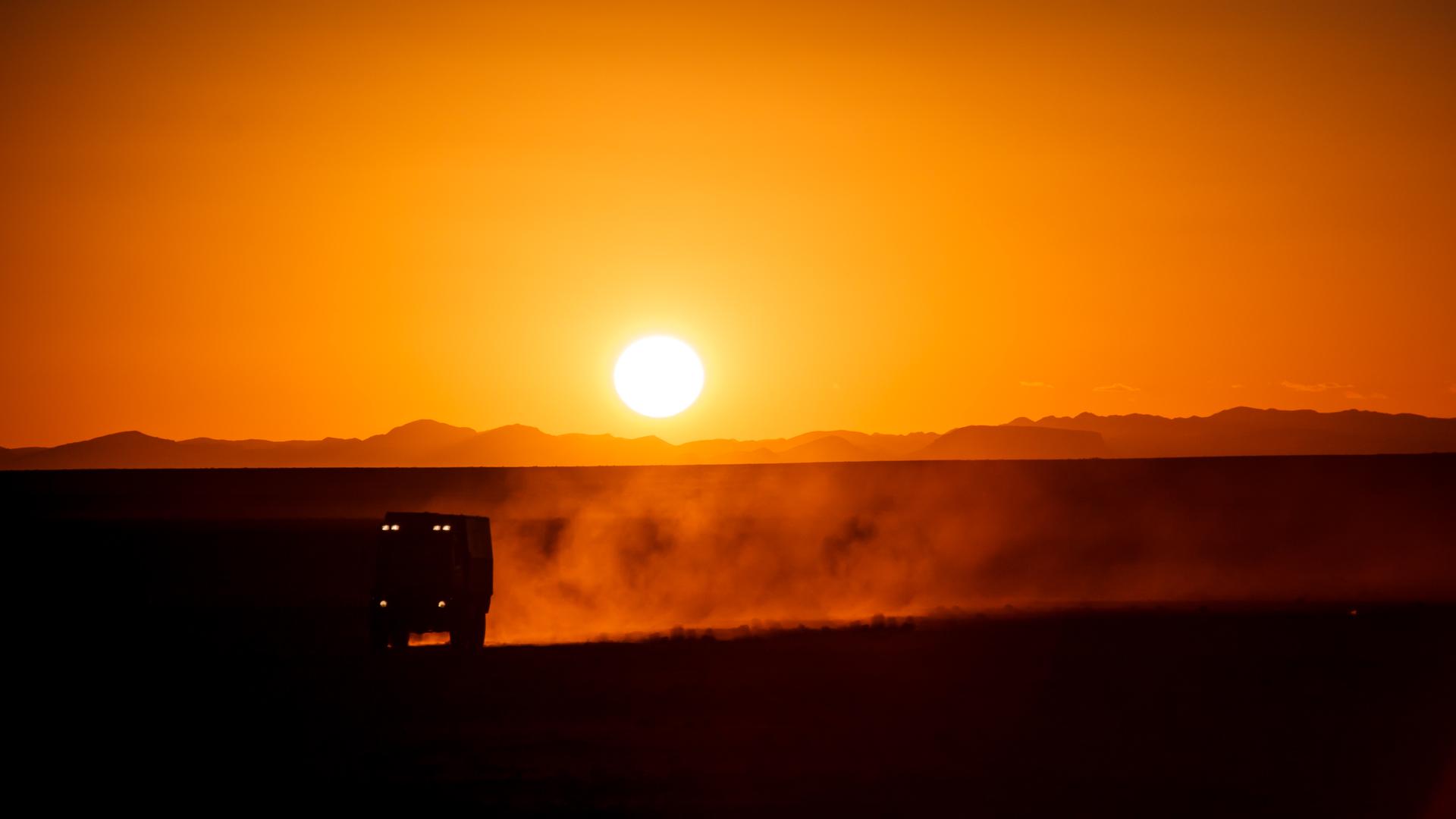Sonnenuntergang in der Wüstenebene