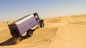 Im Sand fahren entscheidet der richtige Luftdruck.