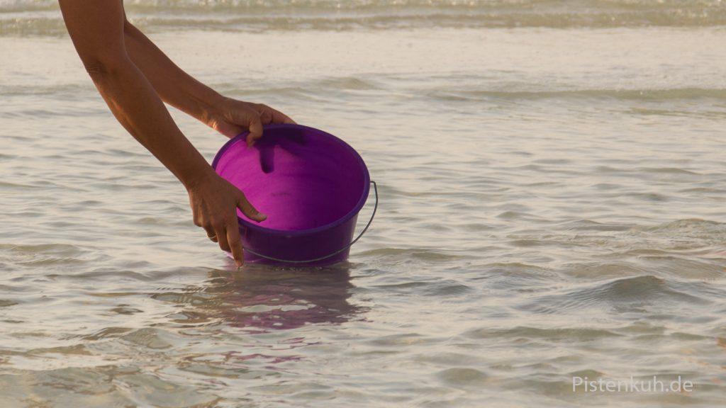 Von Dirk badet im Meer