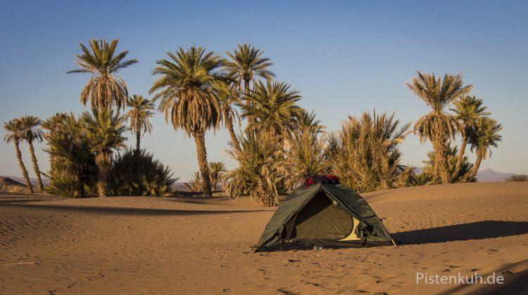 Zelten im Wüstensand