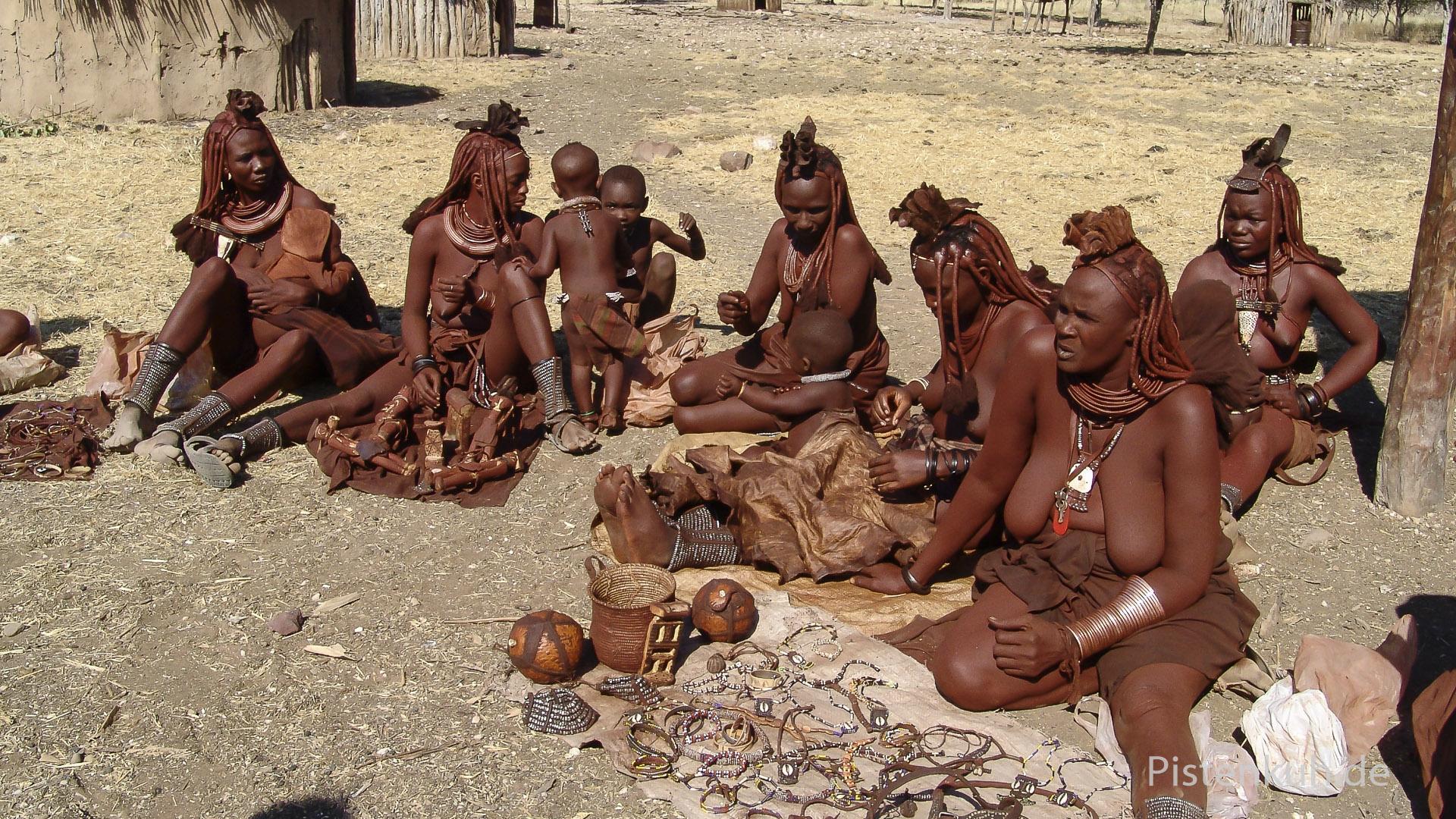 """Im Himba """"Showdorf"""""""