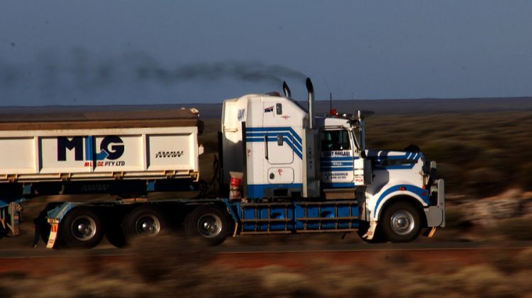 Road Train Zugmaschine Australien