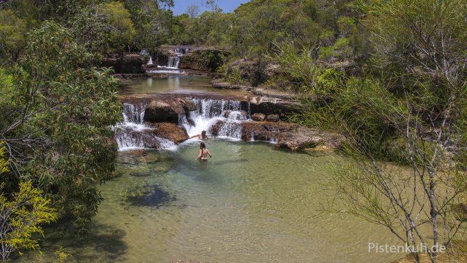 Twin-Falls: Badespaß in tropischen Gewässern