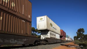 Güterzug doppelt beladen