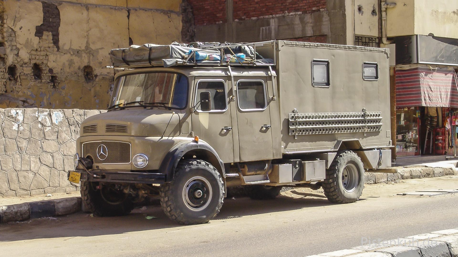 Mercedes Rundhauber in Assuan