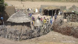 Typische Rundhütten in Mali