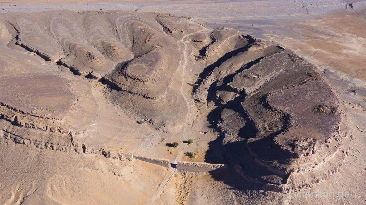Vulkankrater bei Rissani in Marokko. Offroad Strecke