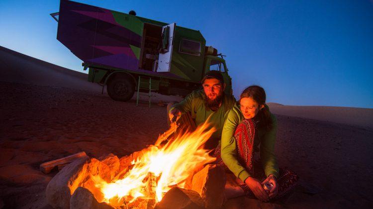 Sabine und Michael Quadflieg, moderne Nomaden am Lagerfeuer