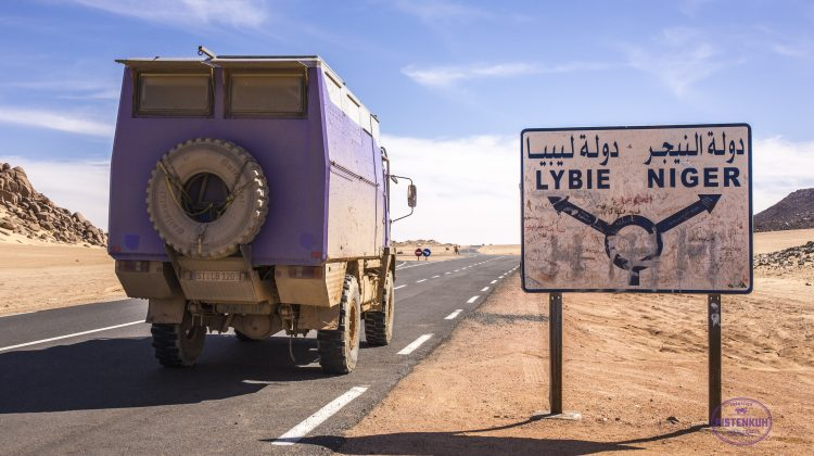Wegweiser im Dreiländereck Niger - Algerien - Lybien
