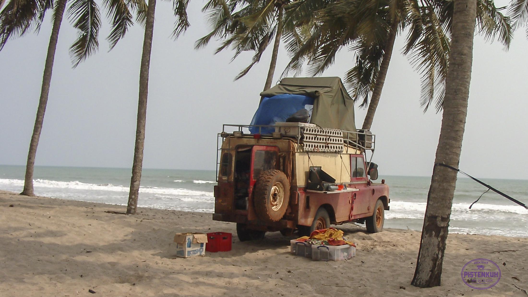 Dachzelt mit Land Rover Serie in Ghana