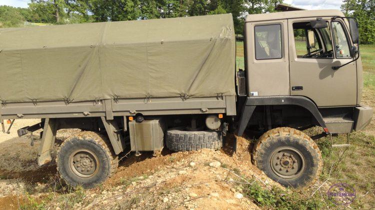 Steyr 12m18 Fahrschulwagen steckt fest