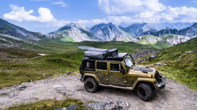 Jeep in den Alpen