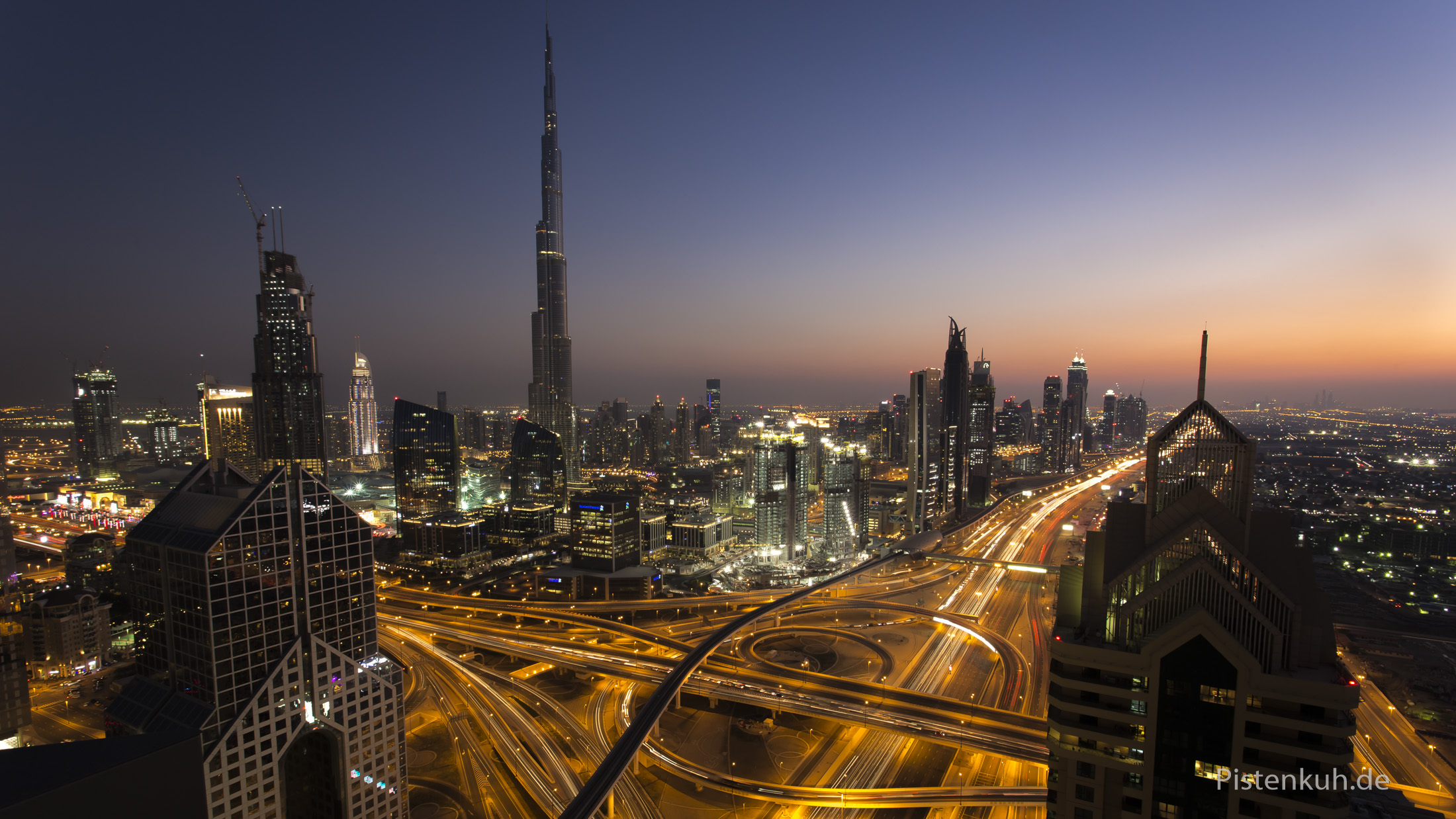Emirate: Dubai bei Nacht