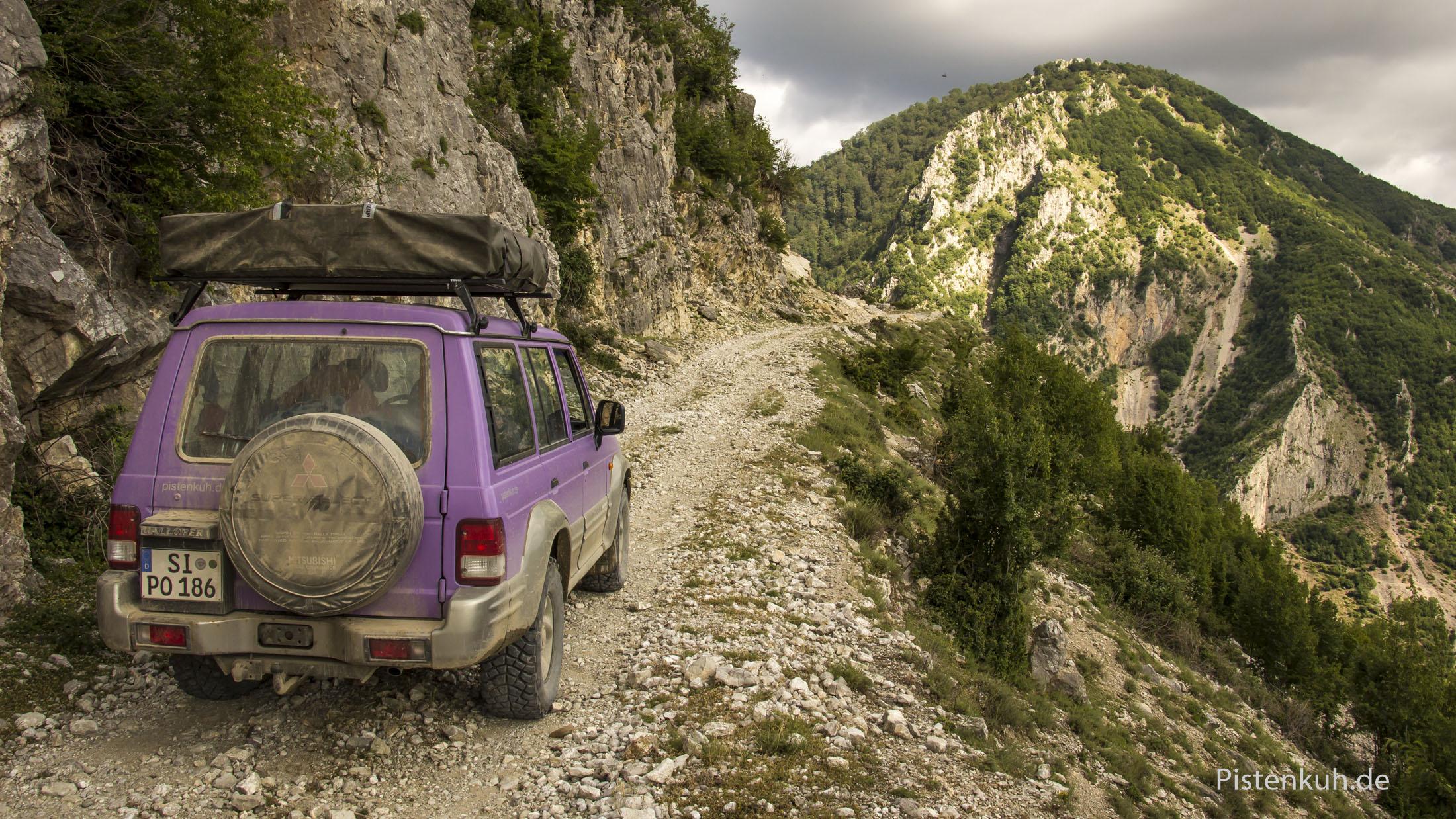 Über hunderte von Offroad-Kilometern fahren wir durch unberührte Landschaft