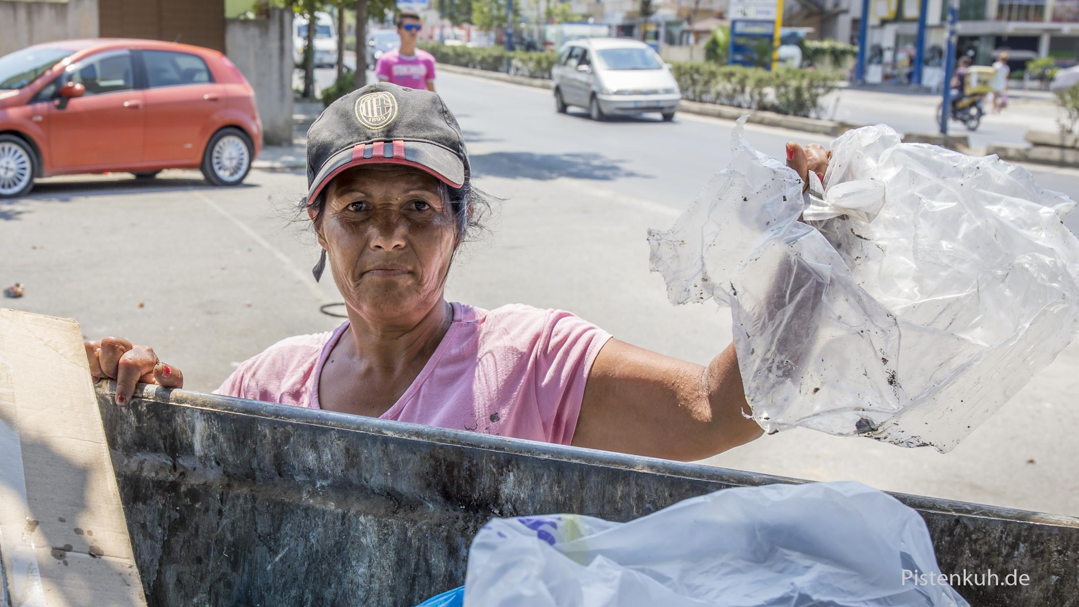 Roma leben vom Müll in Tirana.