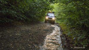 Auf schlammigen Waldpisten durch die Wälder Albaniens