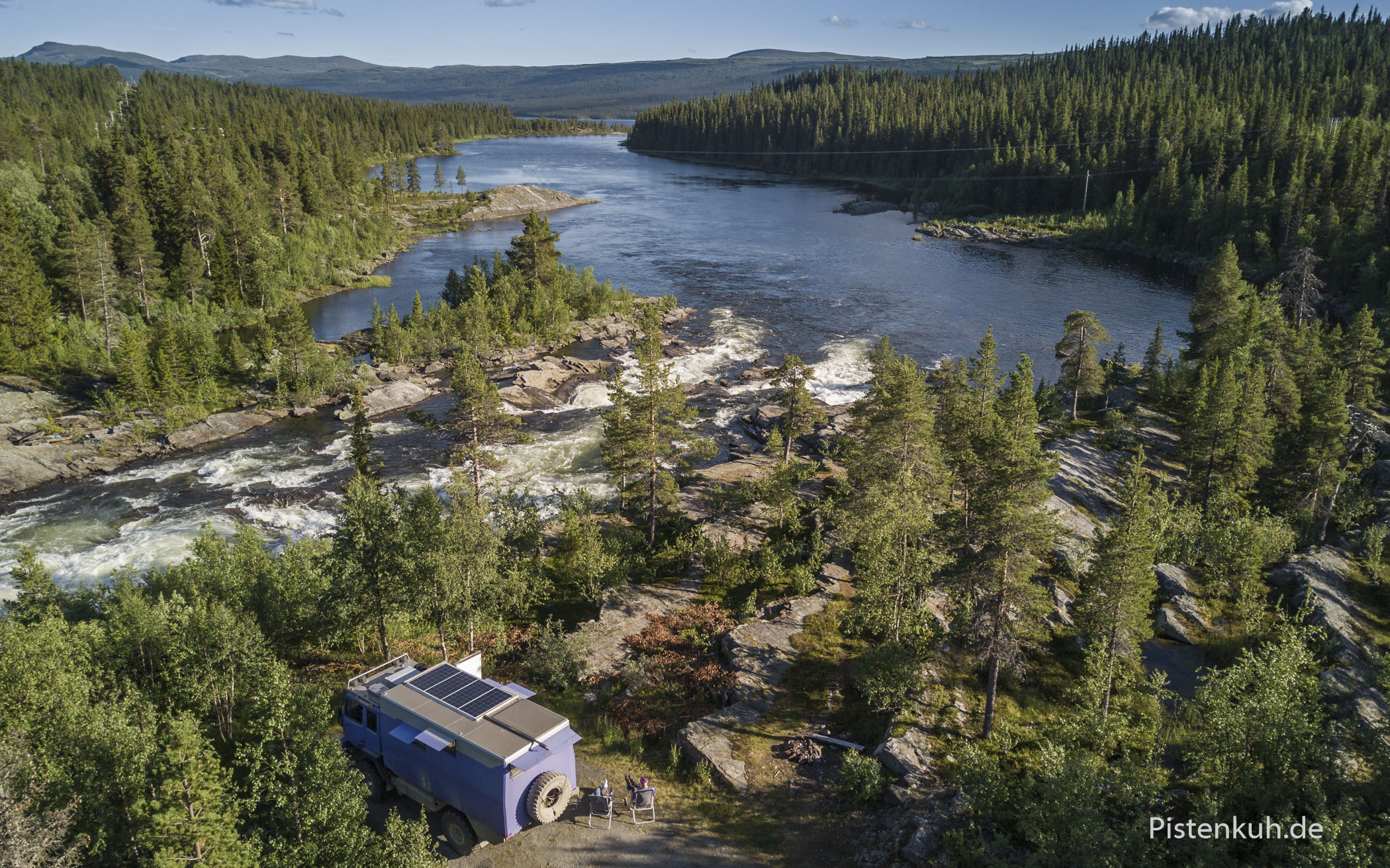 Camp am Fluss in Schweden