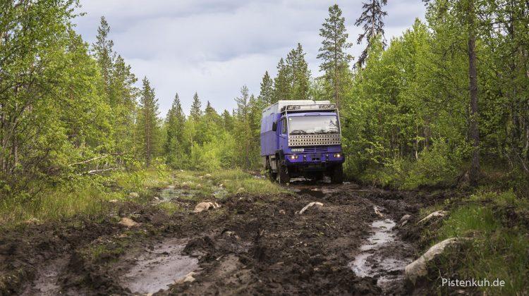 Schlammpiste durch die Taiga in Karelien