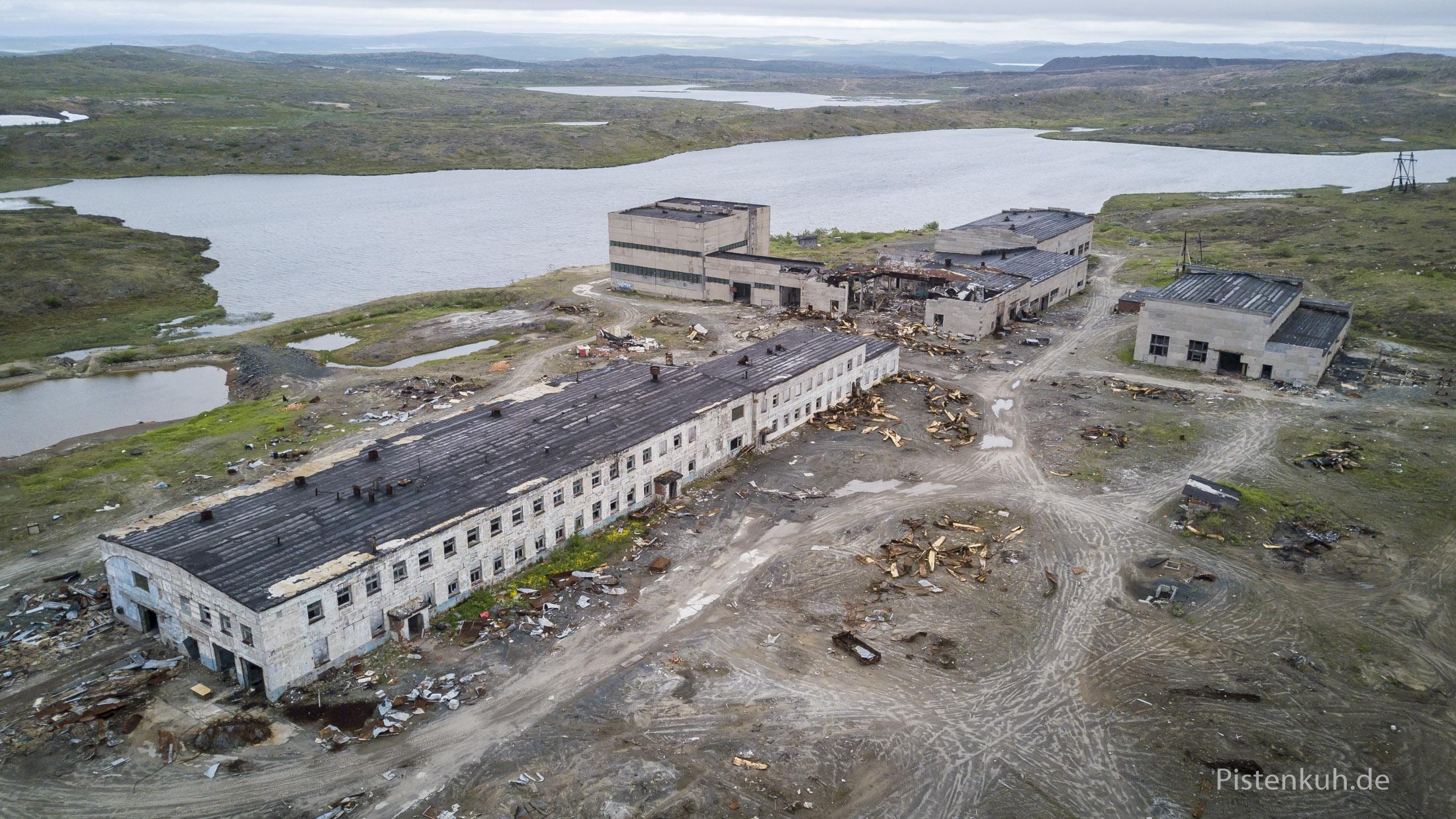 Anlage der Kola-Bohrung im Jahr 2017. Geplündert und zerstört.