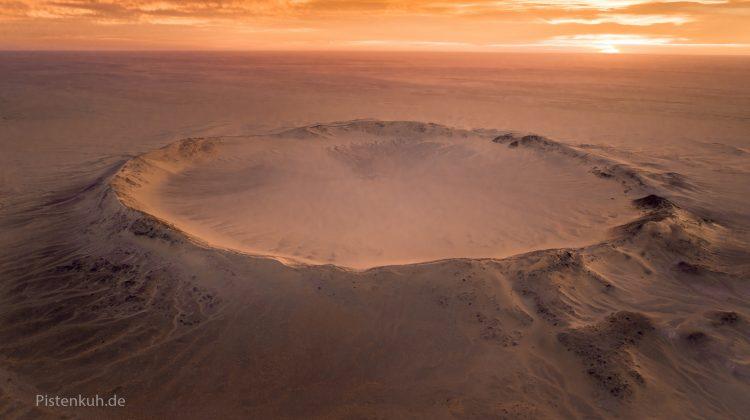 Krater Tenoumer bei Sonnenaufgang