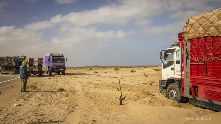 Das Bergen des marokkanischen Lkw war nicht leicht.