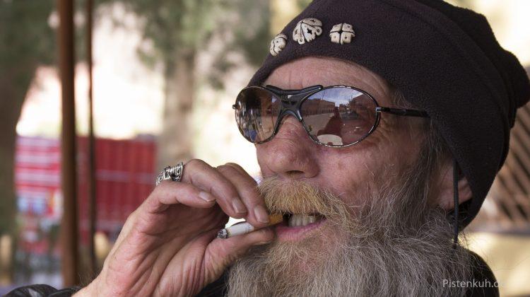 Ein alter Hippie unterwegs
