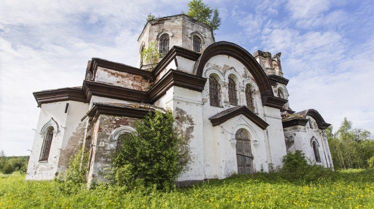 Kirchenruine in Karelien