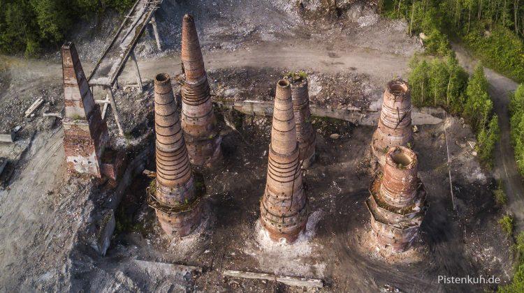 verfallenes Kalkbrennwerk in Russland