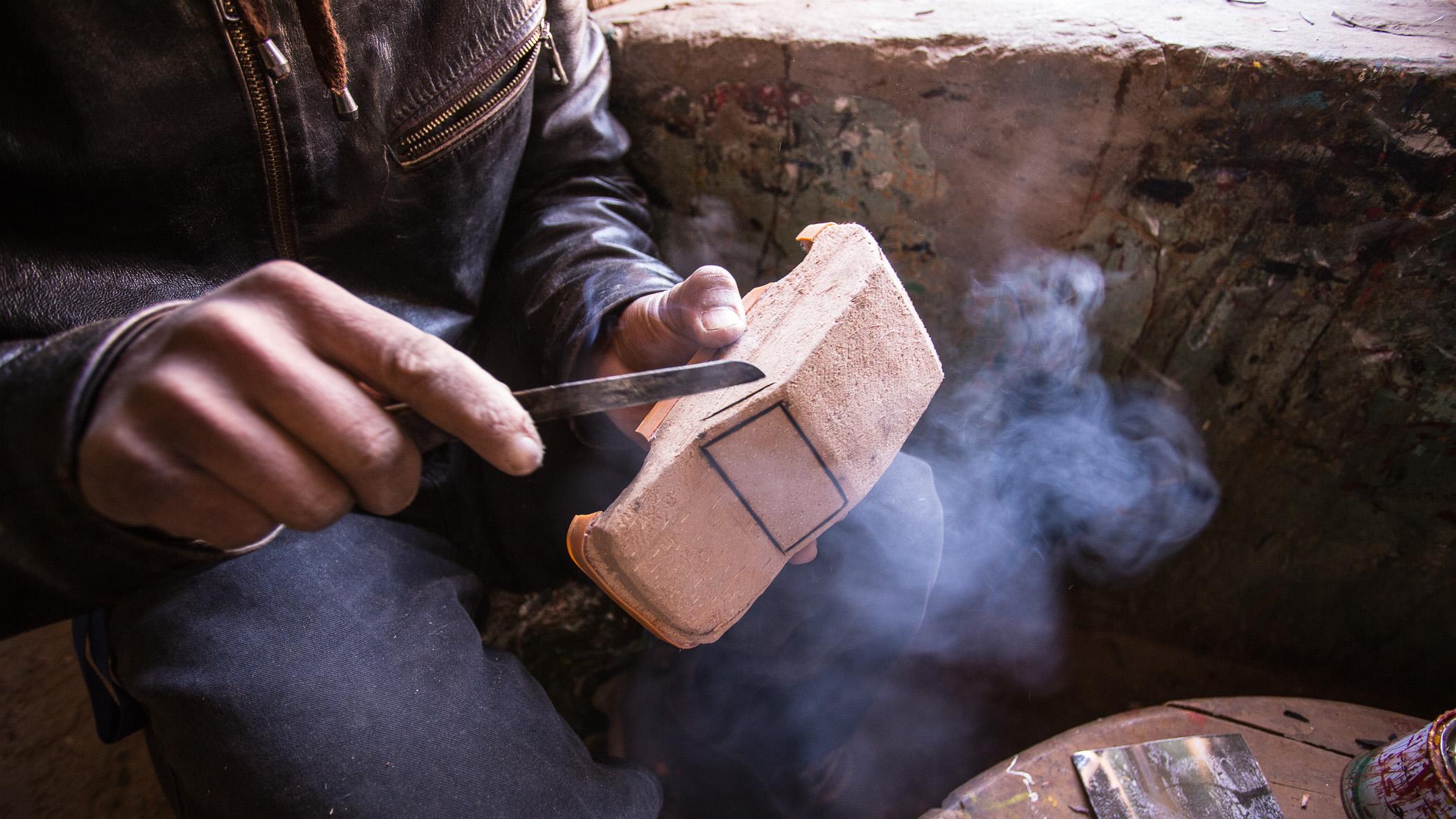 Modellauto aus Holz, gefertigt in Marokko