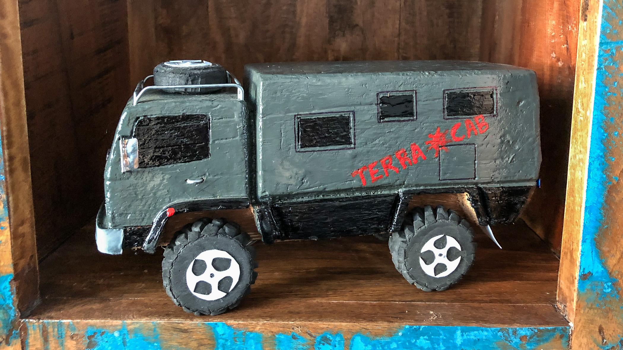 Holzauto von Terracab.