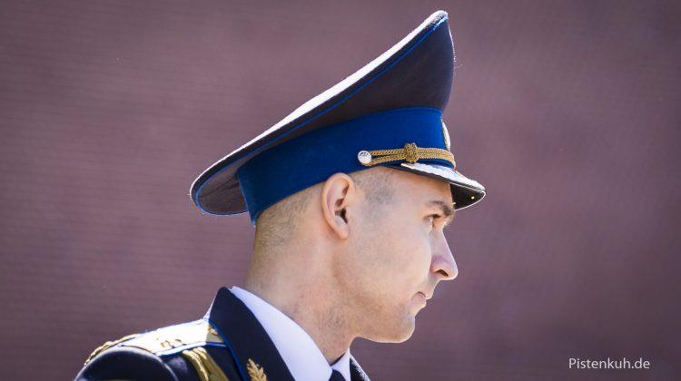 Offizier bei der Einreise nach Russland