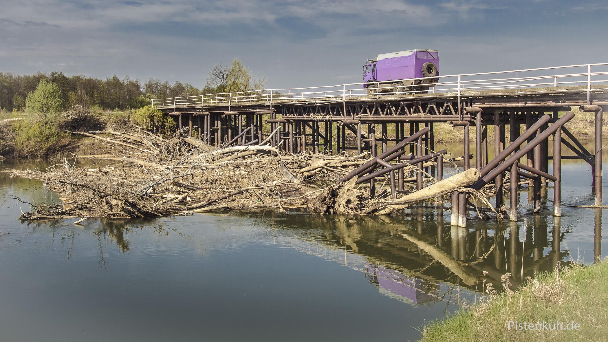 Wir nutzen wieder Brücken über den Zilim